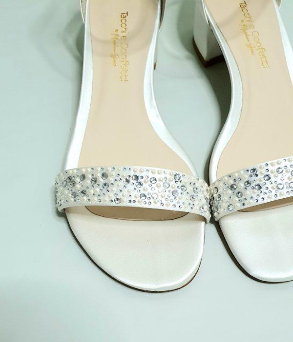 Sandalo tacchi e confetti